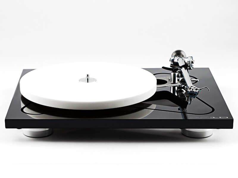 Rega lemezjátszó, RP10, fekete-fehér, elölről
